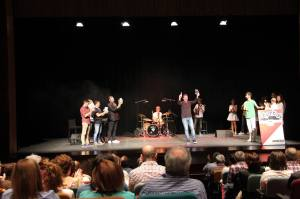 Recibiendo el premio en el Teatro Cervantes de Arnedo